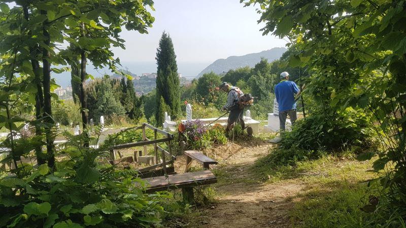 Park ve Bahçeler Birimi Ekiplerimiz Mezarlıklarımızı Yabani Otlardan Temizliyor